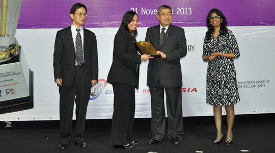 Nestlé Malaysia received two awards from the 2013 National Annual Corporate Report Awards(NACRA)